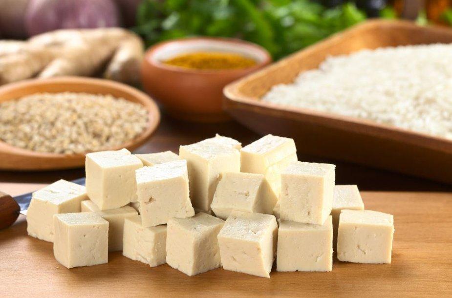 Tofu – varškės, pagamintos iš sojų pieno, sūris.