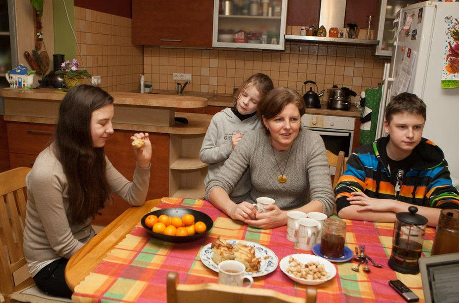 Daiva Tuinylienė su vaikais Guoda, Onute ir Viliumi