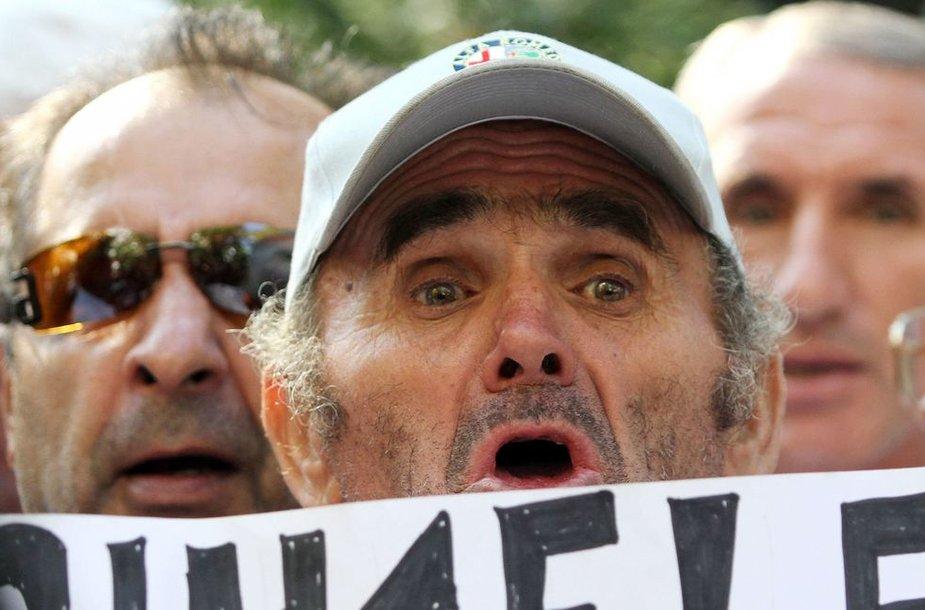 Albanijoje politiniai kaliniai baigė bado streiką