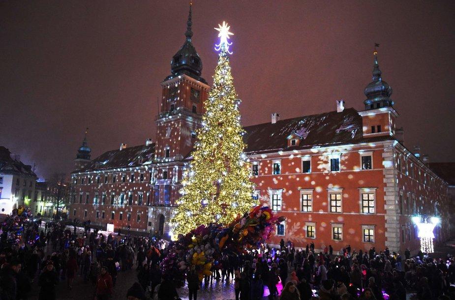 Šventiškai pasipuošusi Varšuva