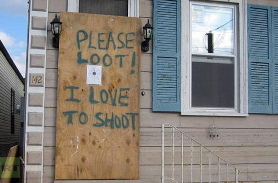 """Plėšikai pasitinkami ir tokiais užrašais: """"Prašau plėšti – man patinka šaudyti"""""""