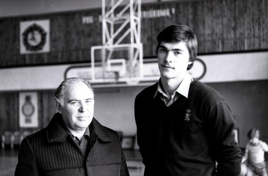 Arvydas Sabonis su tėvu Andriumi (1982 m.)