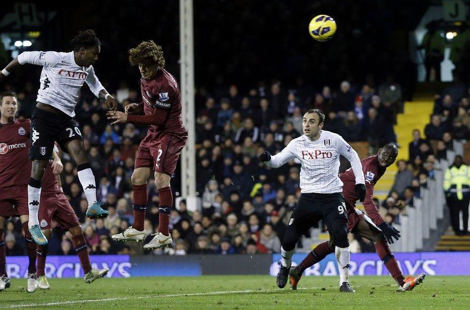 """Lemiamą įvartį į """"Newcastle United"""" vartus pelnė """"Fulham"""" žaidėjas Hugo Rodallega"""