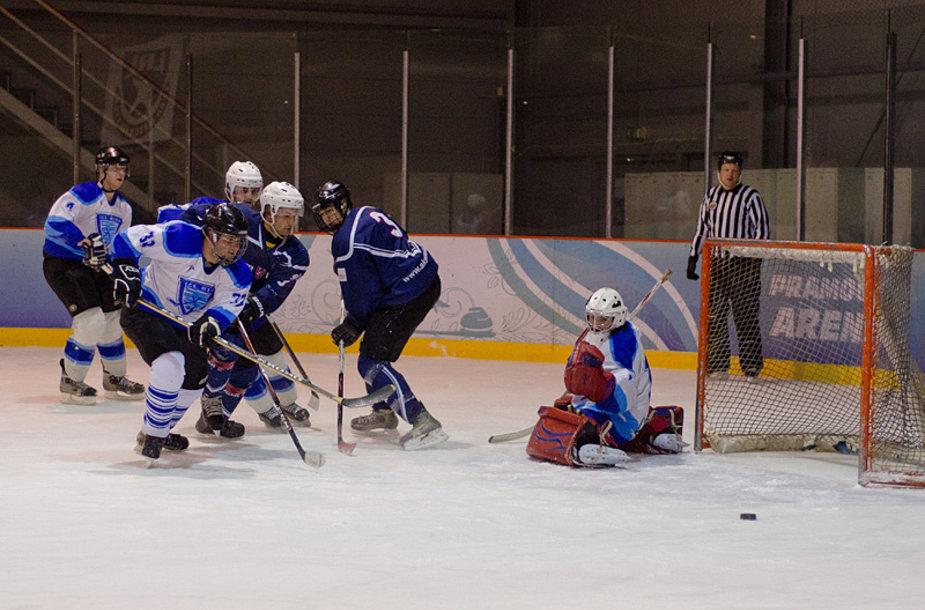 """Nacionalinės ledo ritulio lygos I-diviziono Rytų konferencijoje žygį link atkrintamųjų varžybų tęsia Vilniaus """"Ober-Haus"""" ledo ritulio ekipa, kuri sostinėje įvykusiose rungtynėse 9:4 (0:1, 4:1,5:2) nugalėjo Vilniaus """"Ice wind"""" ekipą."""