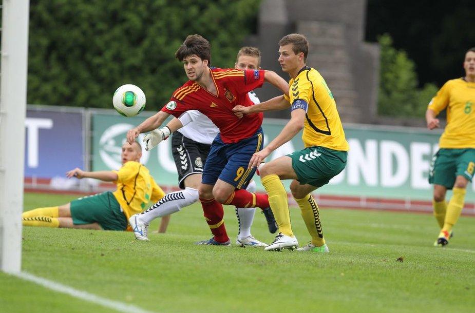 Ispanijos jaunimo rinktinės žaidėjo Ikero Hernandezo įvartis į Lietuvos rinktinės vartus