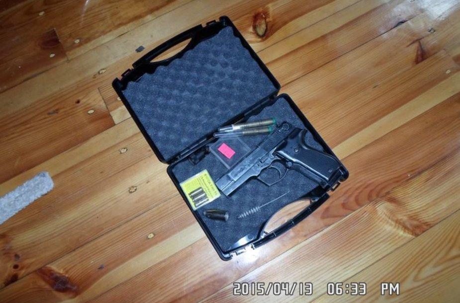 Pas sulaikytąjį rastas ir dujinis pistoletas