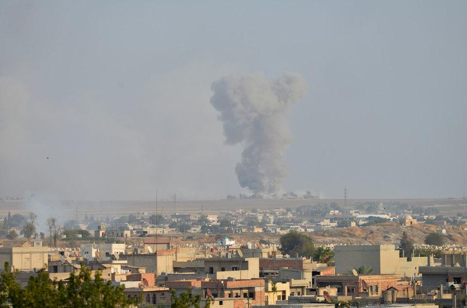 Turkijos pajėgos pradėjo karinę operaciją kurdų kontroliuojamoje Sirijos šiaurėje