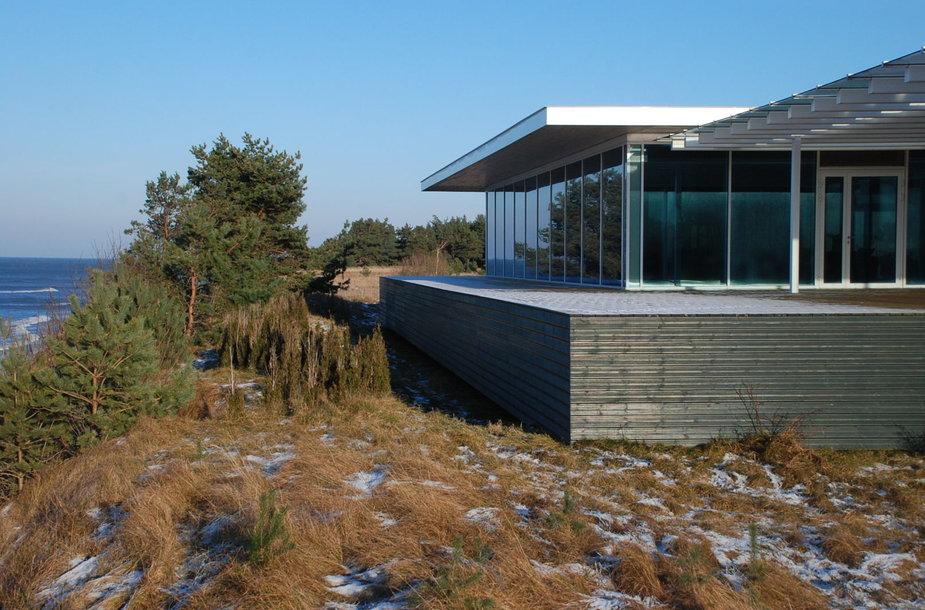 Namas Latvijoje šalia jūros