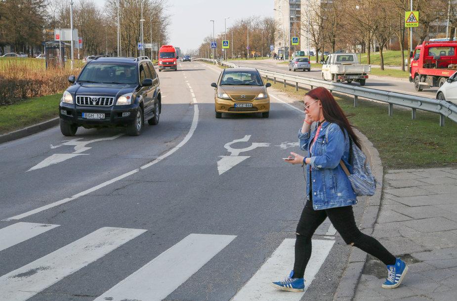 Žiedinės sankryžos Vilniuje su nusitrynusiu žymėjimu