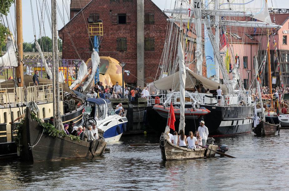 """Istorinių laivų paradas Danės upėje """"Dangės flotilė"""""""