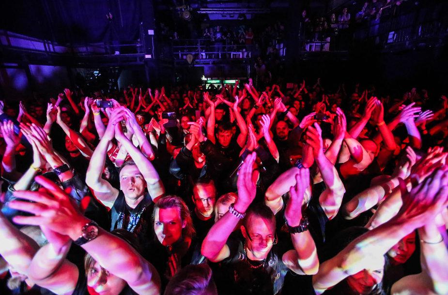 """Arch Enemy"" koncerto akimirka"