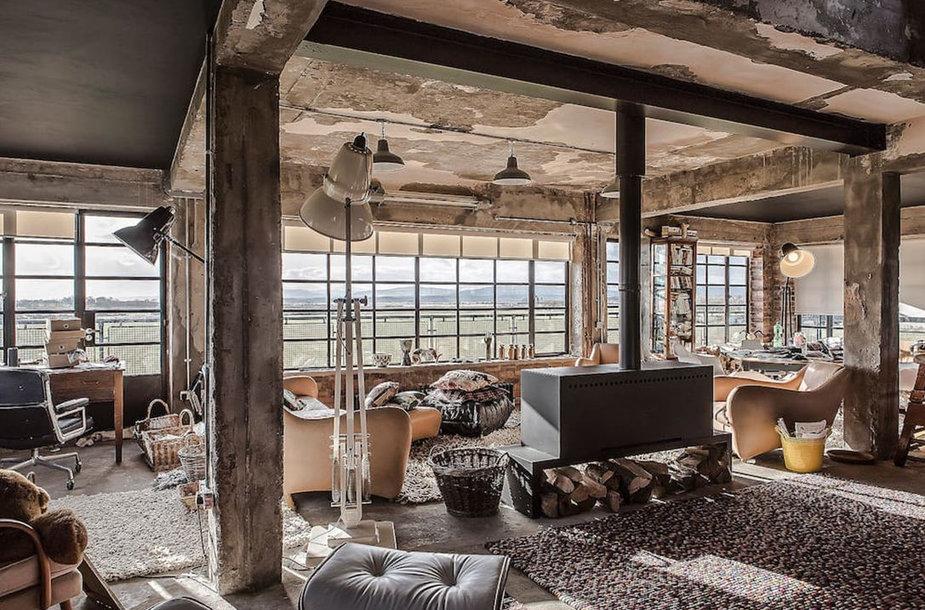 """""""Airbnb"""" siūlo apsistoti buvusiame oro eismo kontrolės bokšte Taine, Škotijoje"""