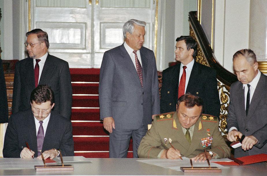 Sutarties dėl Rusijos kariuomenės išvedimo iš Lietuvos pasirašymo ceremonija