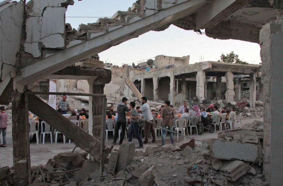 Ramadanas sugriautame Dūmos mieste, Sirijoje