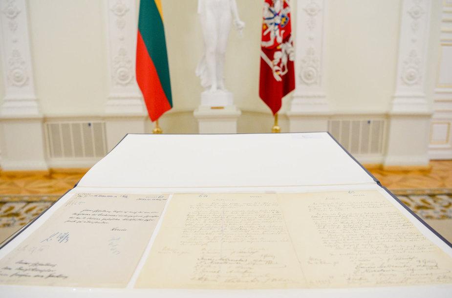 Vasario 16-osios aktas perduotas Lietuvai