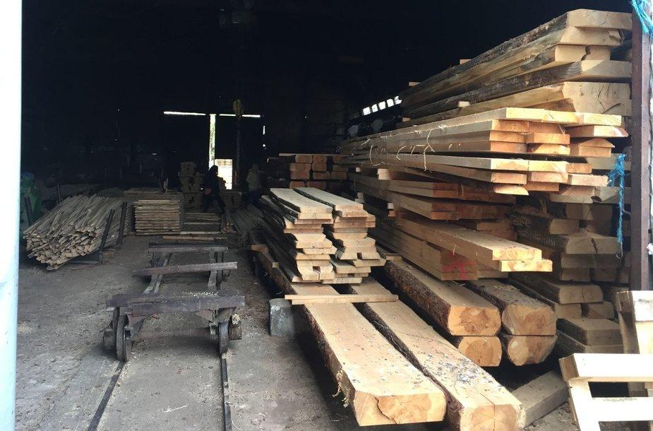 Įmonės įtariamos neteisėtai realizavusios beveik 2 000 tonų medžiagų