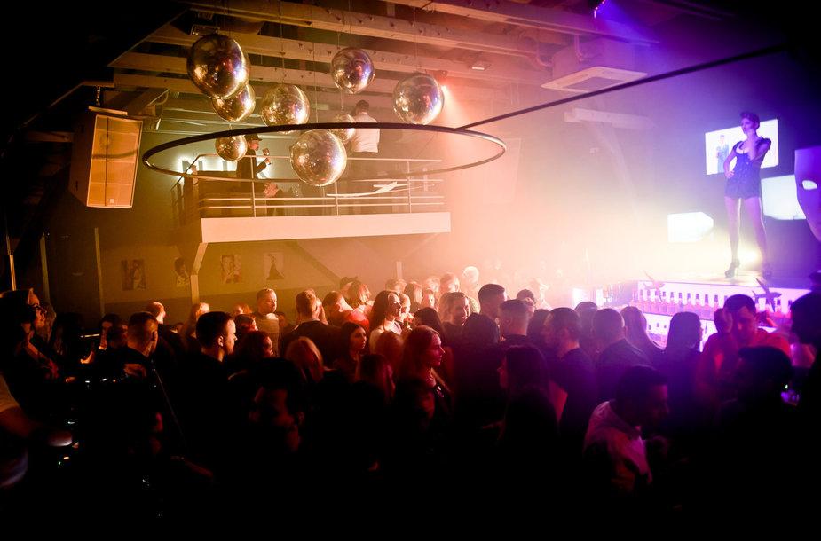 """Vakarėlio klube """"Mojo Lounge Kaunas"""" akimirka"""