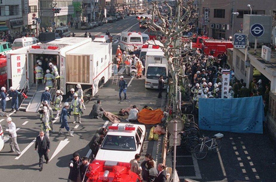 Tokijo metro stoties išorė po išpuolių