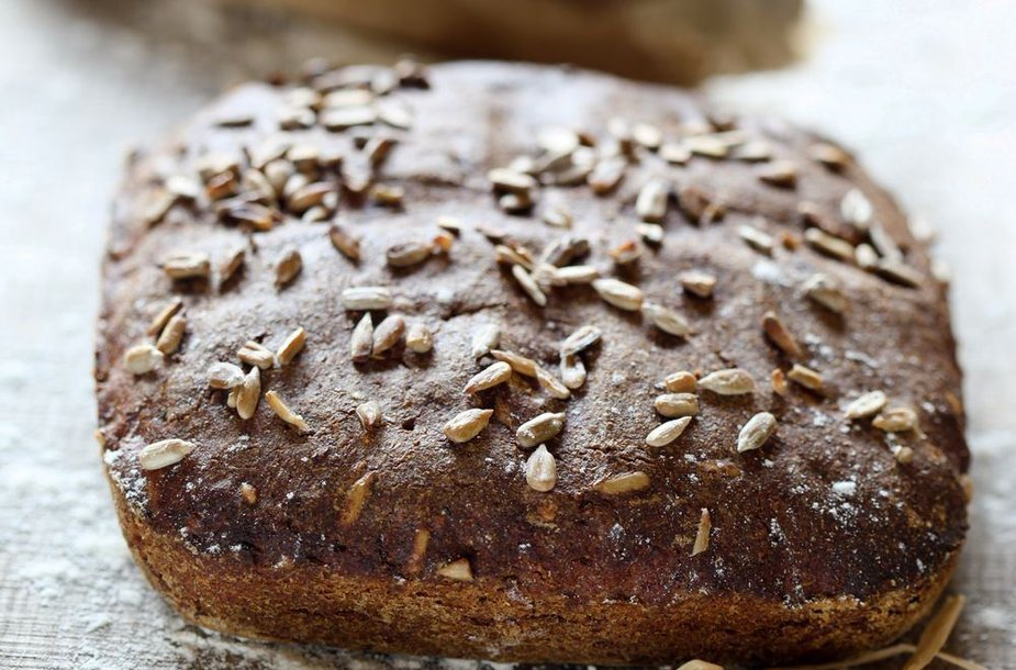 Juoda duona su salyklu ir saulėgrąžomis