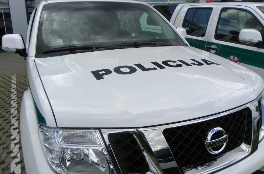 """Policijai skirti """"Nissan Navara"""" pikapai"""