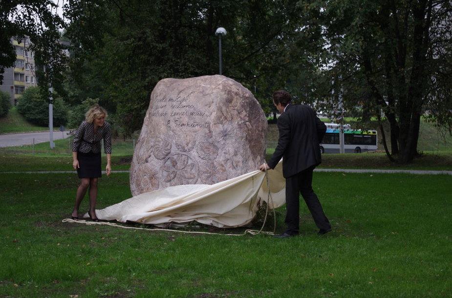 Paminklinis akmuo liaudies medicinos žinovei Eugenijai Šimkūnaitei