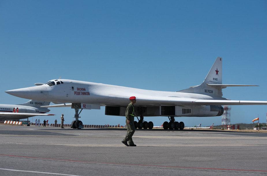 """Rusijos strateginis bombonešis """"Tu-160"""" Venesueloje"""