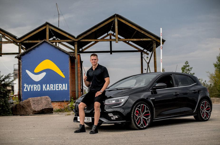 "Danas Rapšys sėdo prie ""Renault Megane R.S. Trophy"" vairo."
