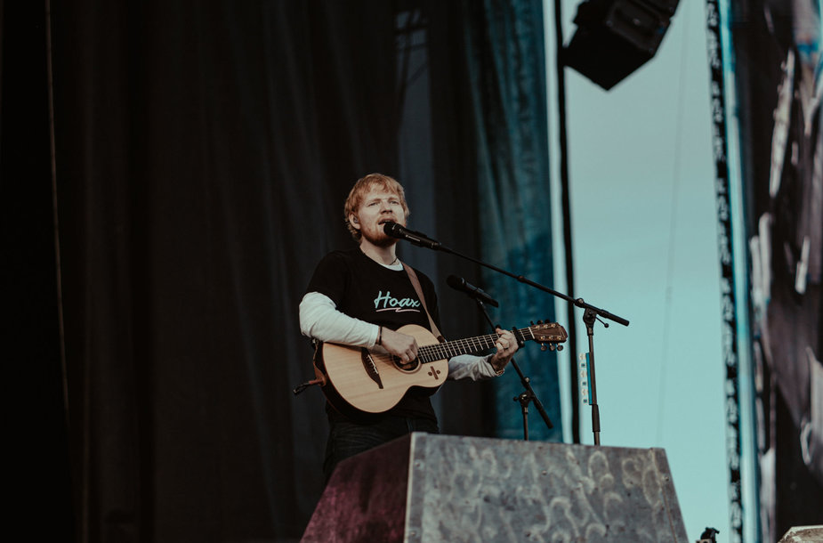 Edo Sheerano koncerto akimirka