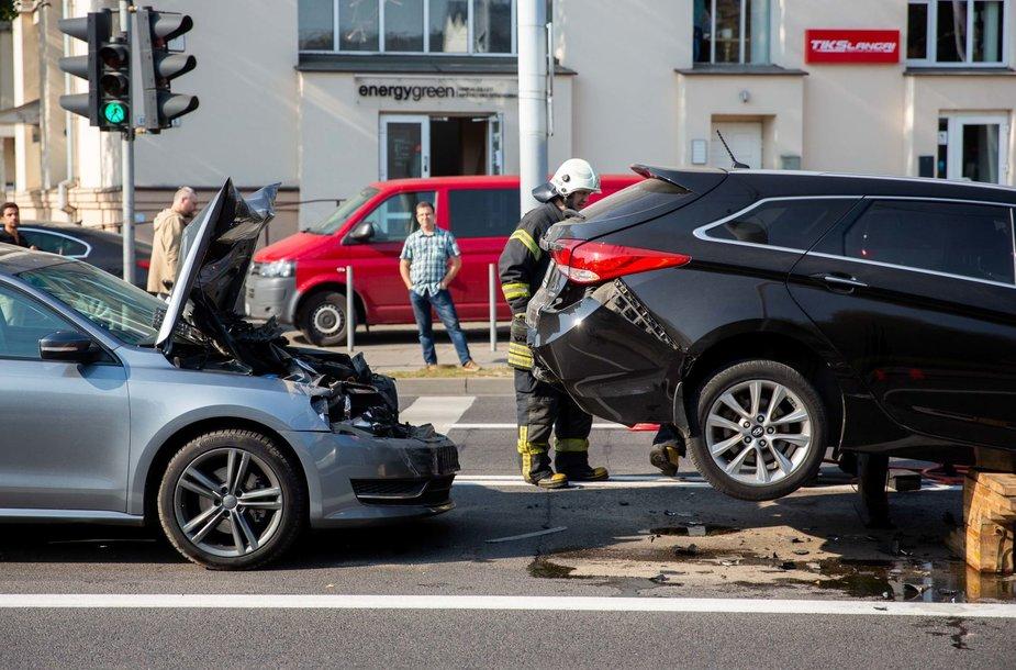 Autoįvykis Švitrigailos ir Naugarduko gatvių sankryžoje