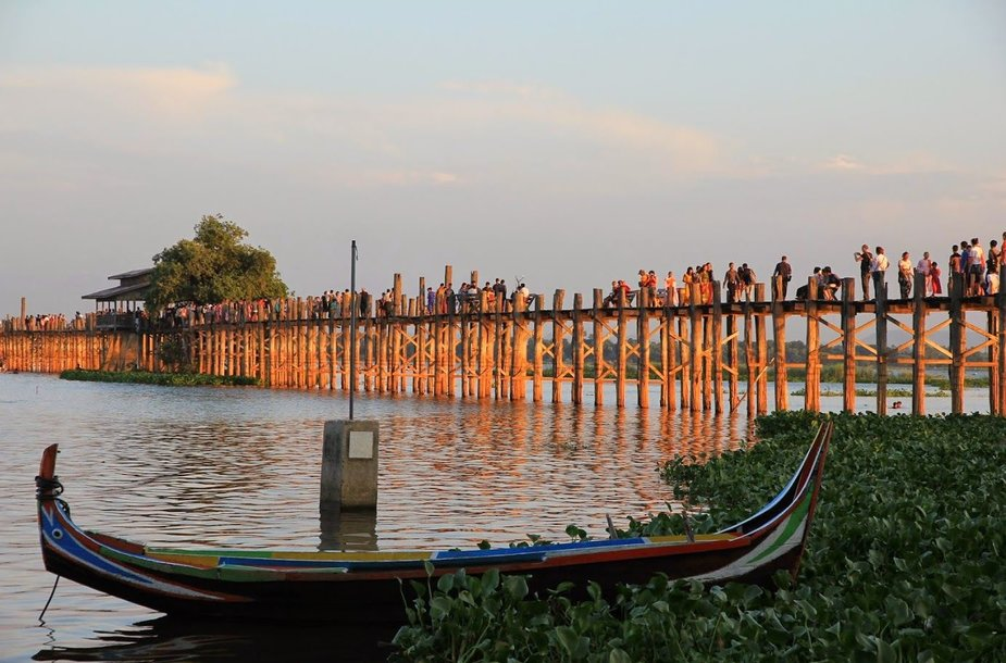 U Bein tiltas per Taugtamano ežerą