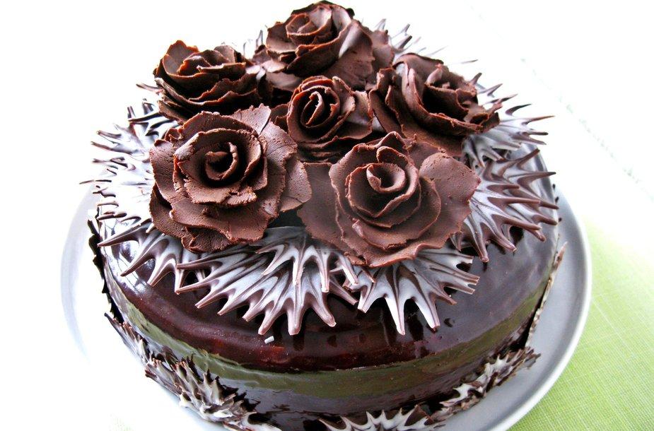 Reginos apšerkšnijęs šokoladinis kavos tortas