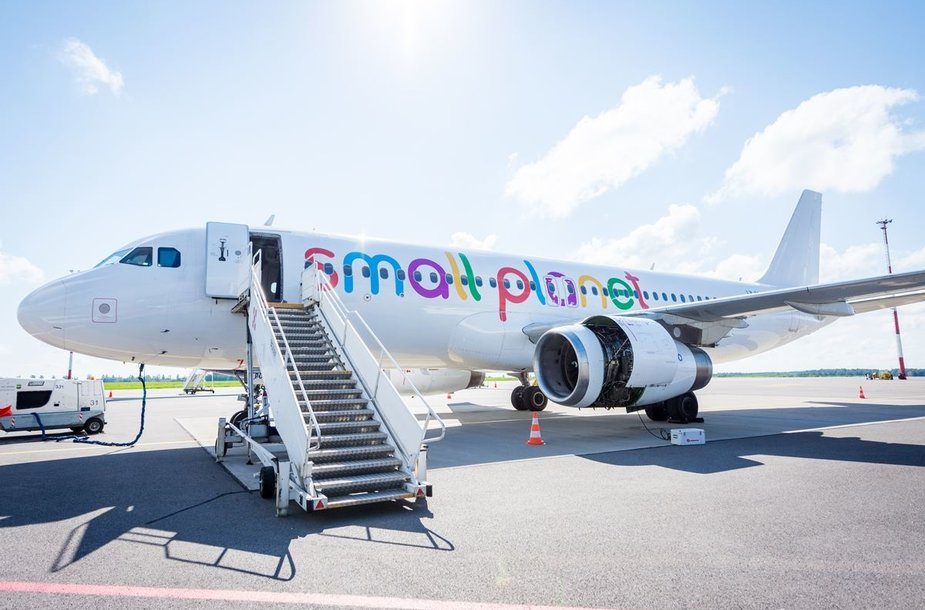 """""""Small Planet Airlines"""" orlaivis"""