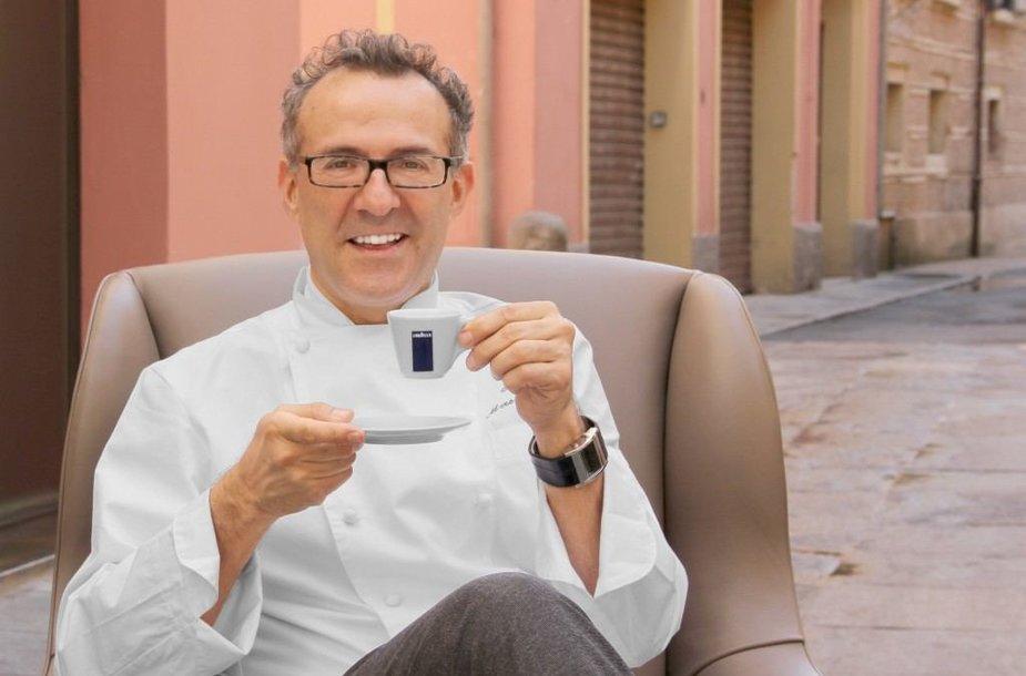 """Massimo Bottura – 2016 metų geriausio pasaulio restorano """"Osteria Francescana"""" šefas, savo restorane naudojantis """"Lavazza"""" kavą"""