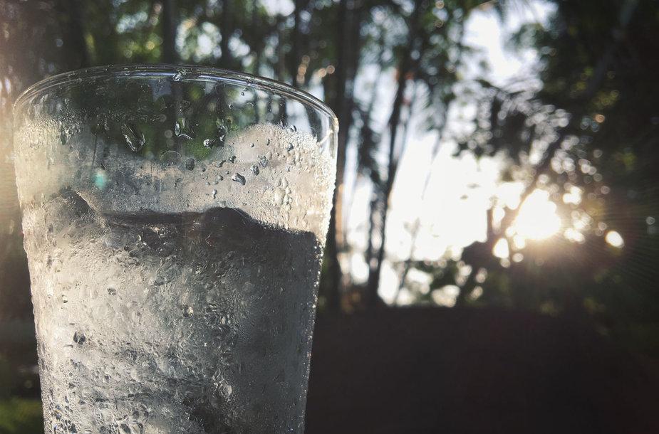 Vandens stiklinė gamtoje