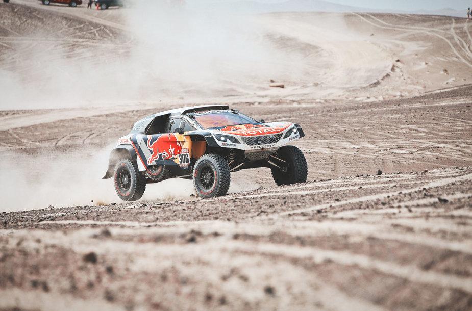 Antra diena Dakaro ralyje: karštis, stresas ir daugybė smėlio