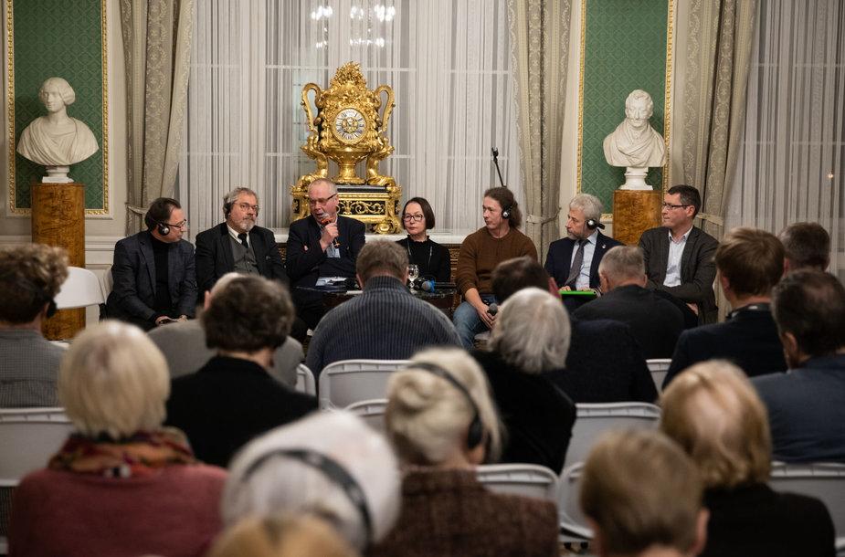 Diskusijos apie 1863–1864 m. sukilimą ir jam skirtos parodos atidarymo akimirkos