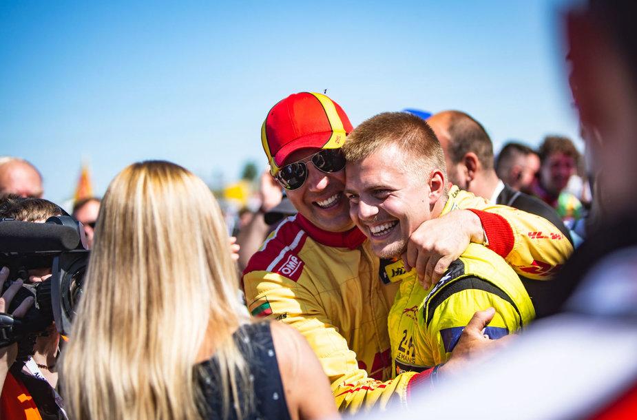 """""""DHL Racing"""" komandos pasirodymo akimirka"""