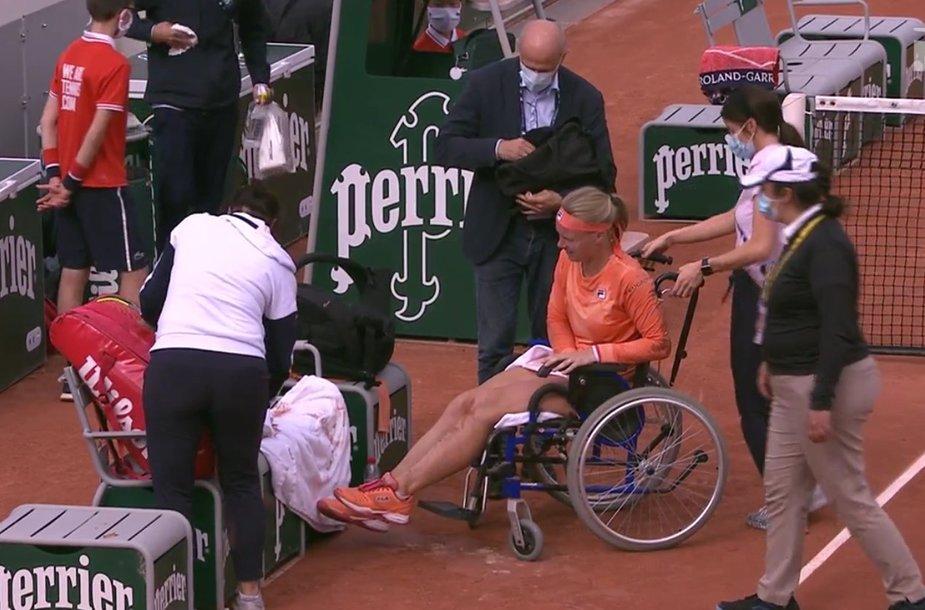 Kiki Bertens kortą paliko vežimėlyje