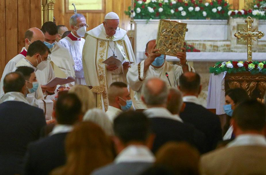 Popiežius Pranciškus Bagdade laikė pirmąsias viešas mišias vizito Irake metu