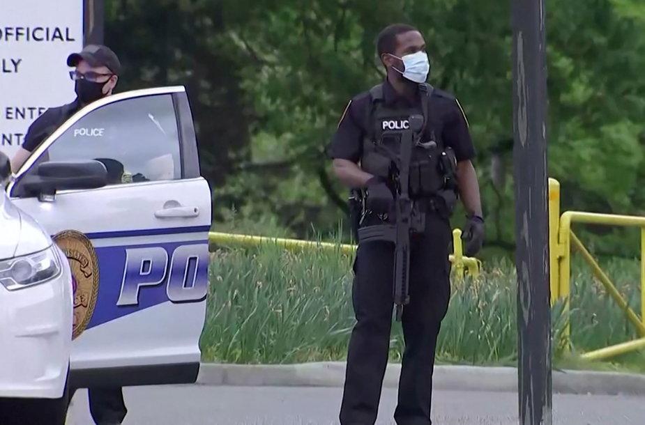 Šalia Vašingtono pašautas ginkluotas asmuo, bandęs patekti į CŽV būstinę