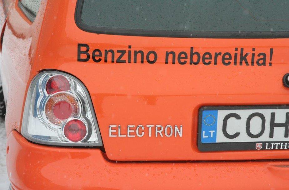 """Šiauliečio Donato Skulskio sukonstruotas elektromobilis """"Elektron Twingo""""."""