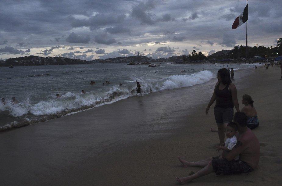 """Uraganas """"Odile"""" sekmadienį pasiekė sausumą netoli Meksikos kurorto"""
