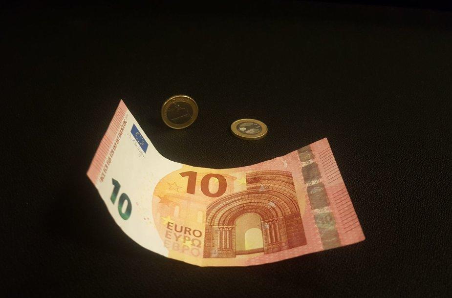 12 eurų