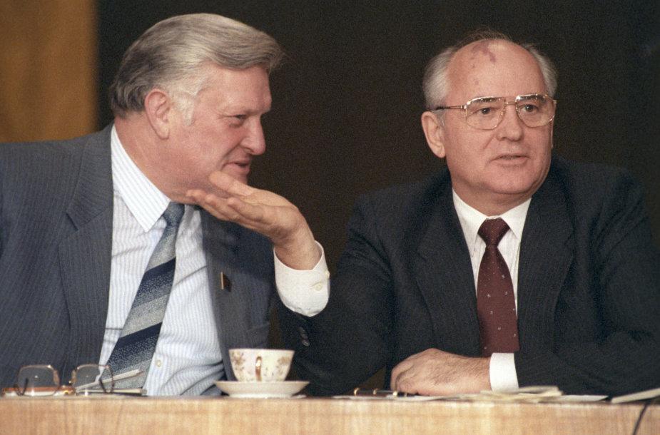 Algirdas Brazauskas ir Michailas Gorbačiovas LKP partijos vadovybės suvažiavime Vilniuje 1990-aisiais metais