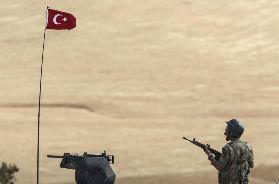 Turkijos karys netoli sienos su Sirija