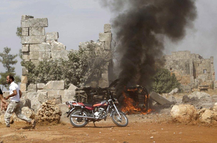 Rusijos karo lėktuvai atakavo sukilėlių aljanso pozicijas Sirijoje