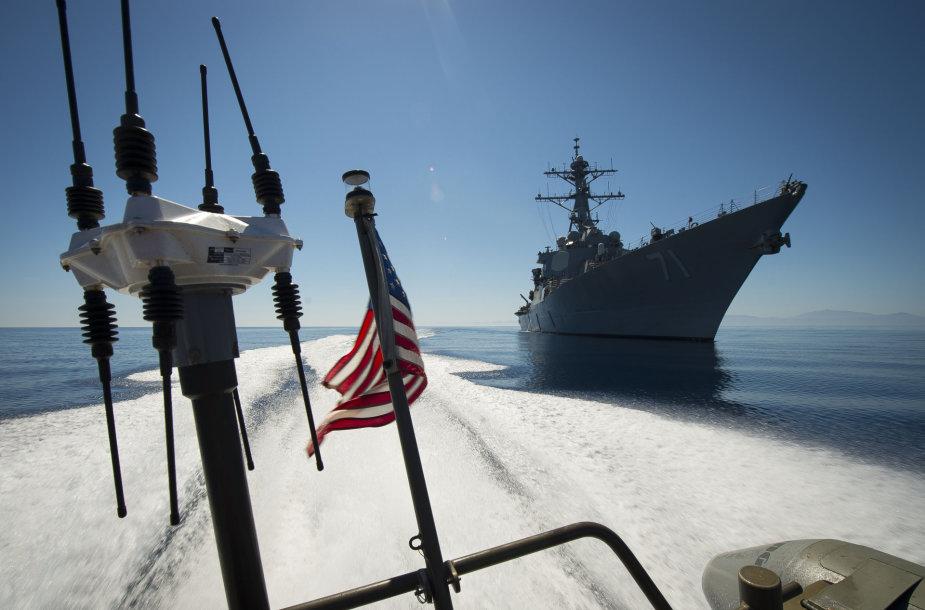 "JAV eskadrinis minininkas ""USS Ross"""
