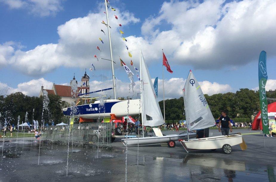 Vilniaus sporto festivalyje iškilo buriavimui skirtas stendas