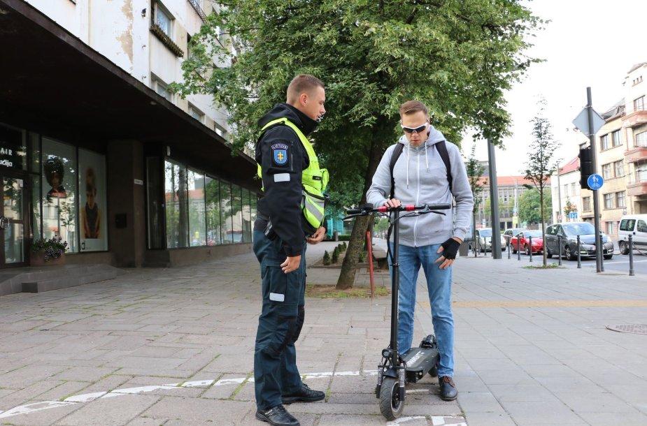 Kaune policijos dėmesio sulaukė paspirtukininkai