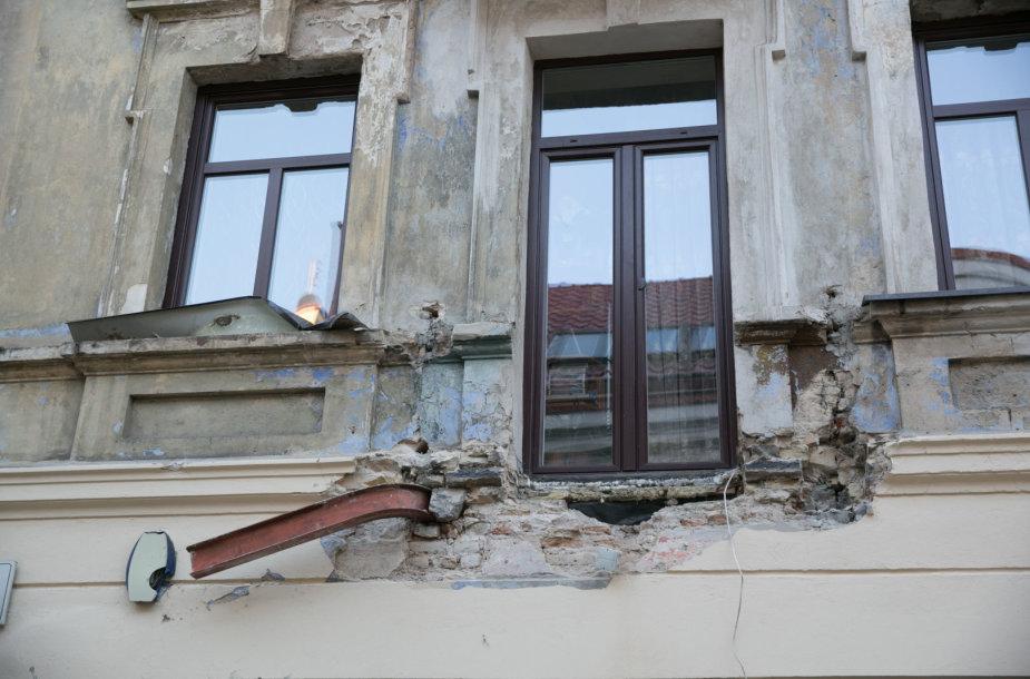 Šv. Stepono gatvėje nukrito balkonas